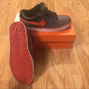 Nike AVID JR 6.0 size 7Y New in Box